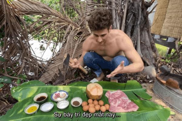 Chàng Tây quay clip bày cách nấu thịt kho hột vịt bằng rìu, bạn bè quốc tế tròn mắt ngạc nhiên, dân mạng Việt chắp tay bái phục-3