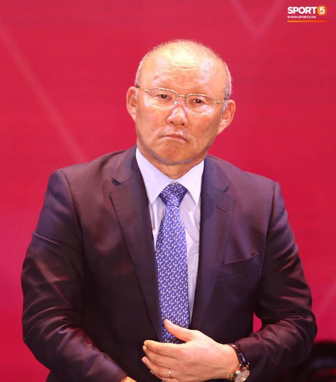 Phản ứng khó đỡ của Quang Hải khi HLV Park Hang Seo gợi ý nhường quả bóng vàng cho đồng đội-2