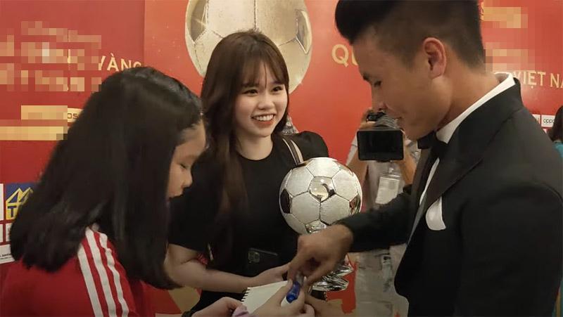 Phản ứng khó đỡ của Quang Hải khi HLV Park Hang Seo gợi ý nhường quả bóng vàng cho đồng đội-3