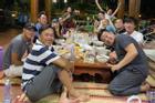 Hội ngộ đồng nghiệp tại nhà Tổ, ngoại hình thay đổi của Hoài Linh gây chú ý