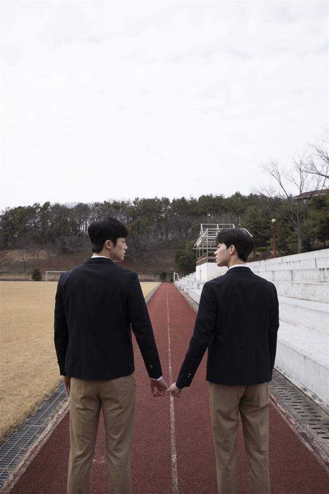 Phim đam mỹ Hàn Quốc đầu tiên tung loạt ảnh cực tình của 2 nam chính-4