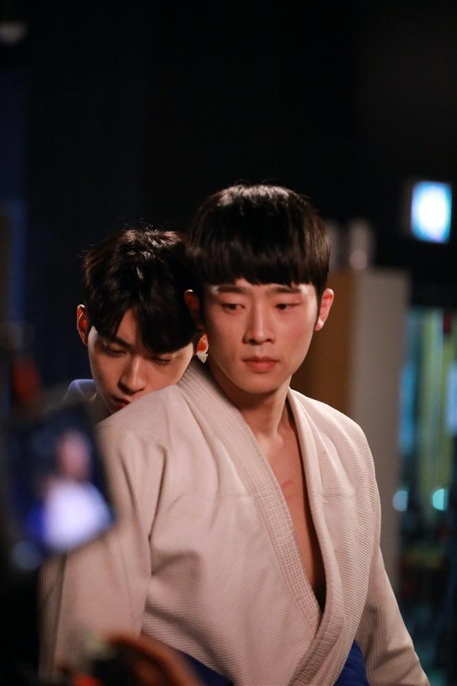 Phim đam mỹ Hàn Quốc đầu tiên tung loạt ảnh cực tình của 2 nam chính-2