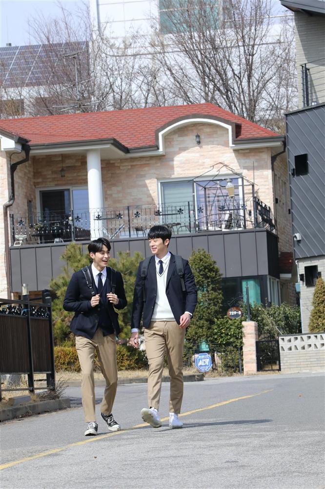 Phim đam mỹ Hàn Quốc đầu tiên tung loạt ảnh cực tình của 2 nam chính-6