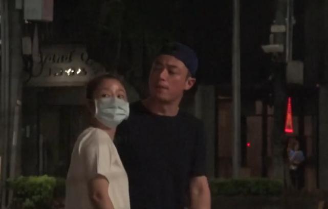 Lâm Tâm Như bị bắt gặp nắm tay Hoắc Kiến Hoa tình tứ trên phố-4