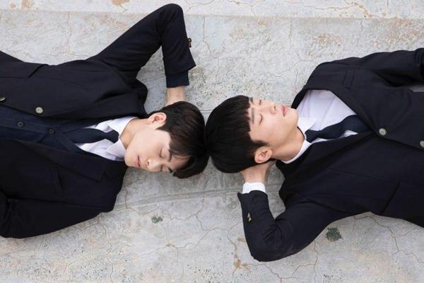 Phim đam mỹ Hàn Quốc đầu tiên tung loạt ảnh cực tình của 2 nam chính