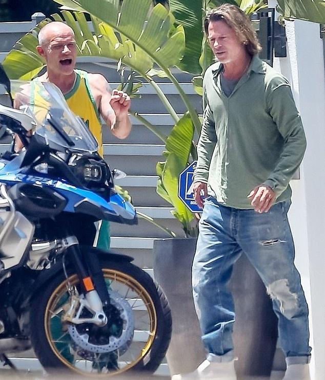 Brad Pitt trông kém sắc sau nhiều tháng không cắt tóc-1