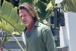 Brad Pitt trông kém sắc sau nhiều tháng không cắt tóc