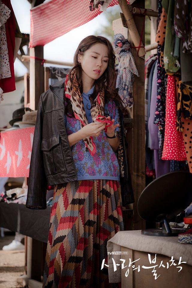 Lên đồ hóa gái quê như Son Ye Jin, Lan Phương nhận cái kết đắng vì ham phụ kiện quá đà-2
