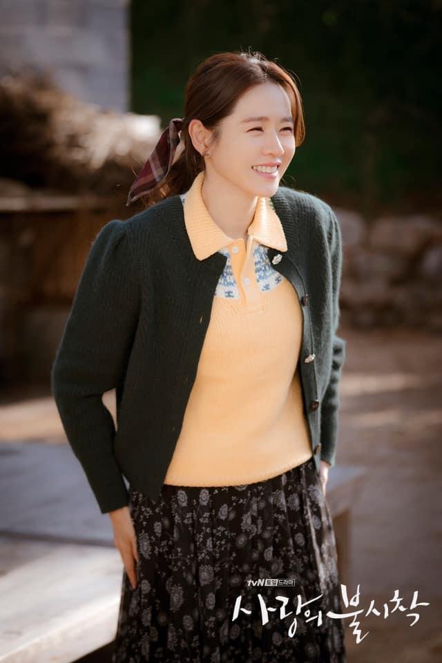 Lên đồ hóa gái quê như Son Ye Jin, Lan Phương nhận cái kết đắng vì ham phụ kiện quá đà-3