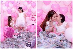 Nhà không có gì ngoài tiền: Sinh nhật con gái, bà mẹ chi hẳn nửa tỷ đồng rải khắp giường tặng con