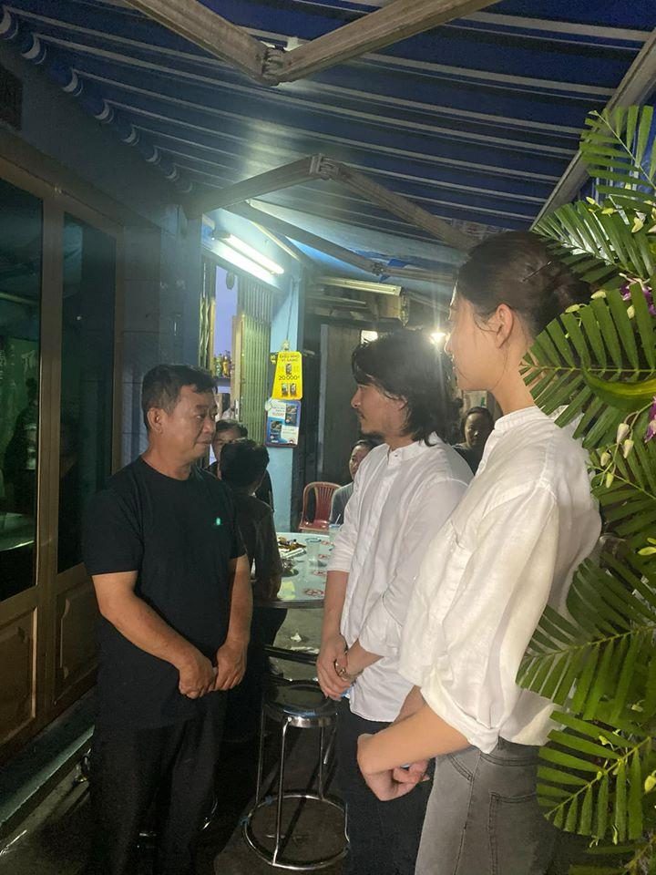 Hoa hậu Lương Thùy Linh viếng bé trai tử nạn do cây đè-3