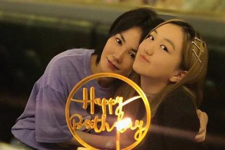 Con gái hở hàm ếch của Vương Phi khoe vẻ ngoài nổi bật trong tiệc sinh nhật 14 tuổi