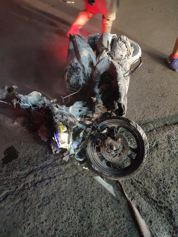 Clip: Nửa đêm, cây xăng ở Hào Nam bốc cháy ngùn ngụt, người dân la hét, hô hào dập lửa-5