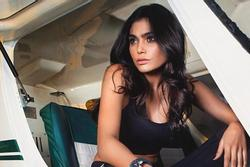 Tử nạn vì máy bay rơi, người mẫu Pakistan vẫn bị nói 'ăn mặc hở hang'