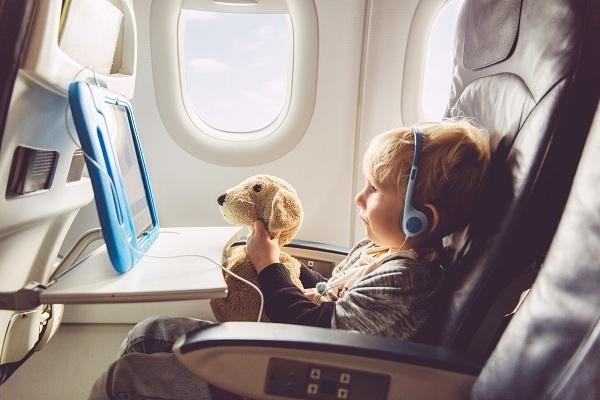Dắt túi ngay những mẹo này là cha mẹ tự tin đi máy bay đường dài với con-4