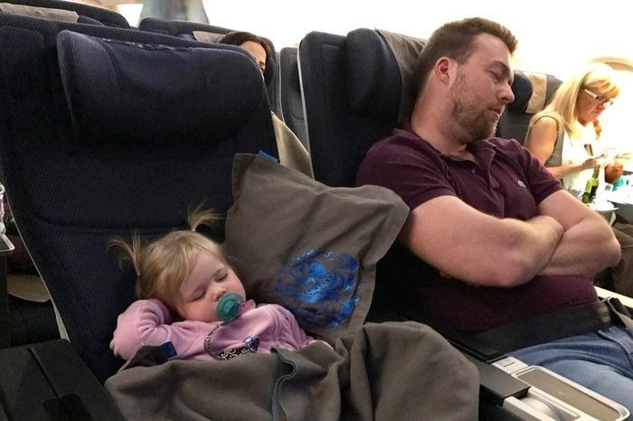 Dắt túi ngay những mẹo này là cha mẹ tự tin đi máy bay đường dài với con-5