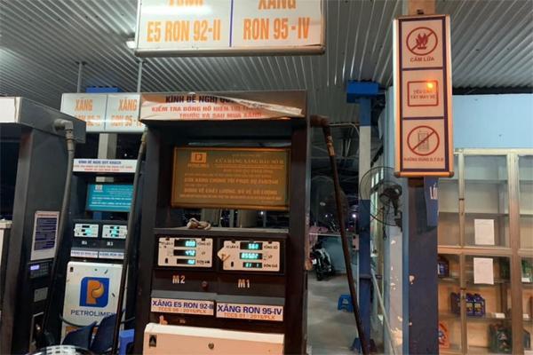 Găm 20 ngàn lít trong bồn không bán cho dân, cây xăng Hà Nội bị xử lý-1
