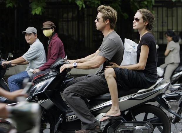 Ảnh Angelina Jolie - Brad Pitt đi xe máy ở TP.HCM 14 năm trước-1