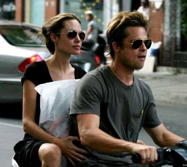 Ảnh Angelina Jolie - Brad Pitt đi xe máy ở TP.HCM 14 năm trước-2