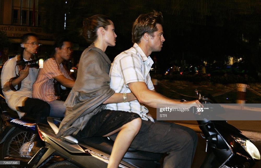 Ảnh Angelina Jolie - Brad Pitt đi xe máy ở TP.HCM 14 năm trước-4