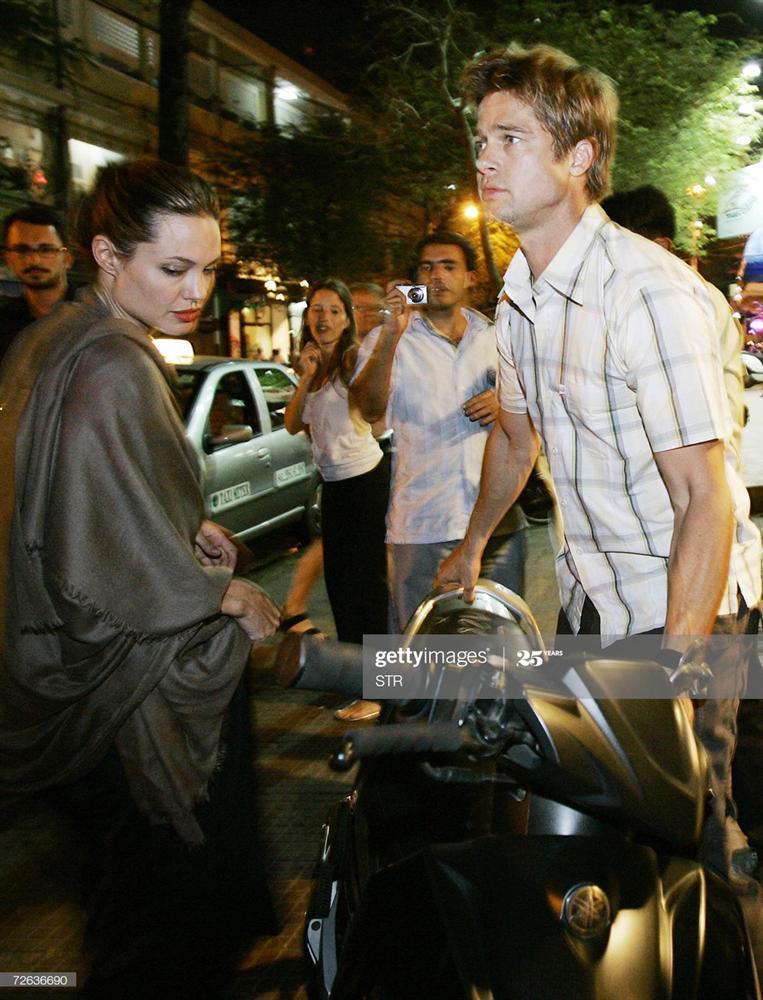 Ảnh Angelina Jolie - Brad Pitt đi xe máy ở TP.HCM 14 năm trước-5