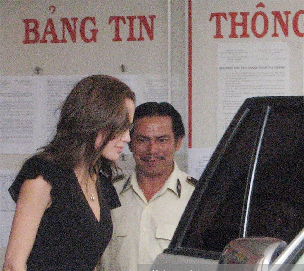 Ảnh Angelina Jolie - Brad Pitt đi xe máy ở TP.HCM 14 năm trước-7