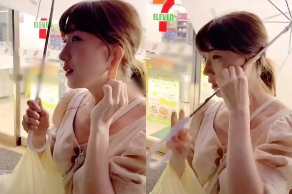 Cô gái xinh đẹp sở hữu chiếc tai kỳ lạ có thể kéo dài và cuốn cả chiếc dù che nắng khi 2 tay bận xách đồ-1