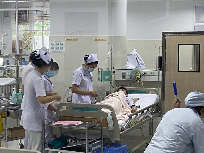 Vụ cây phượng đổ đè trúng 18 học sinh: Bé trai bị đa chấn thương nặng phải trải qua ca phẫu thuật 5 tiếng-2