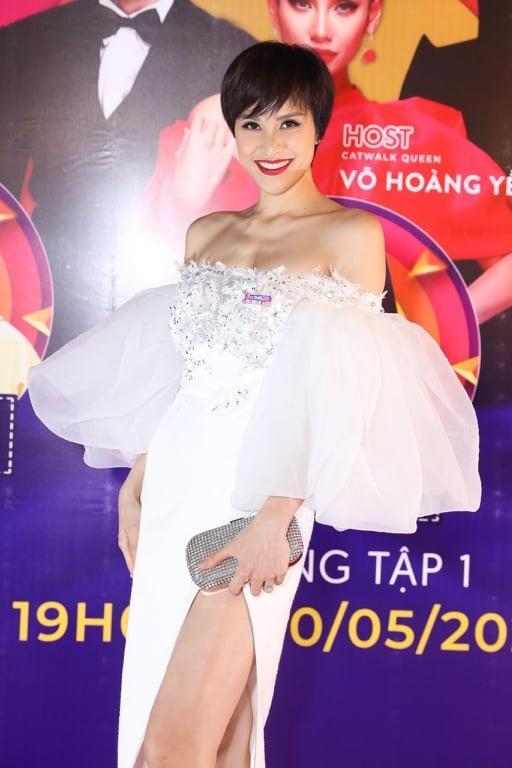 SAO MẶC ĐẸP: Kém cả chục cm, Lý Nhã Kỳ vẫn sang chảnh không hề lép vế Hoa hậu Khánh Vân-10