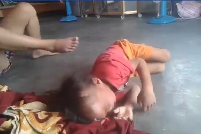 Người phụ nữ đánh đập, lôi xềnh xệch khiến bé trai gào khóc thảm thiết ở Bình Dương-3