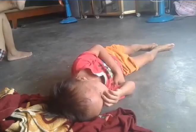 Người phụ nữ đánh đập, lôi xềnh xệch khiến bé trai gào khóc thảm thiết ở Bình Dương-2