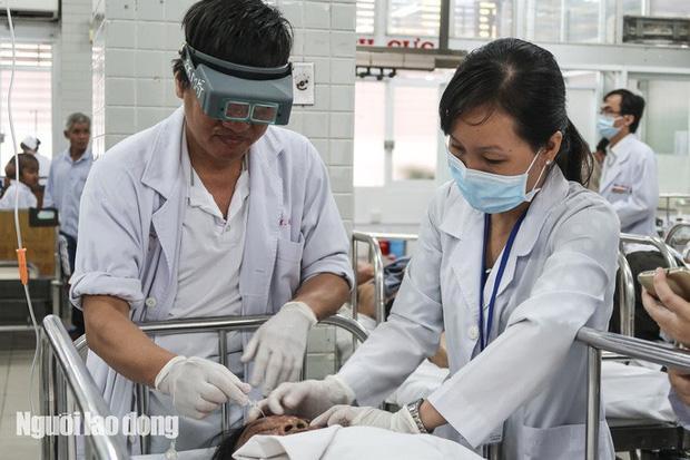 TP. HCM: Tạt axit kinh hoàng ở quận 3, 3 người bỏng nặng-1