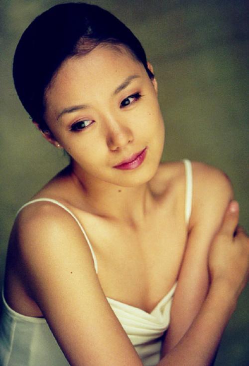 Ảnh hậu Cannes Jeon Do Yeon: Phía sau những cảnh nóng bạo liệt trên màn ảnh là cuộc hôn nhân viên mãn bên cạnh người đàn ông bình lặng và bao dung-1