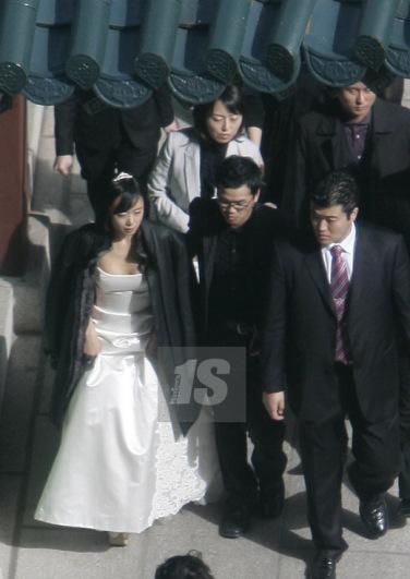 Ảnh hậu Cannes Jeon Do Yeon: Phía sau những cảnh nóng bạo liệt trên màn ảnh là cuộc hôn nhân viên mãn bên cạnh người đàn ông bình lặng và bao dung-5