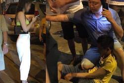 Thanh niên 'biến thái' lôi điện thoại ra quay lén cô gái trong nhà vệ sinh, bị chồng nạn nhân 'tẩn' sấp mặt