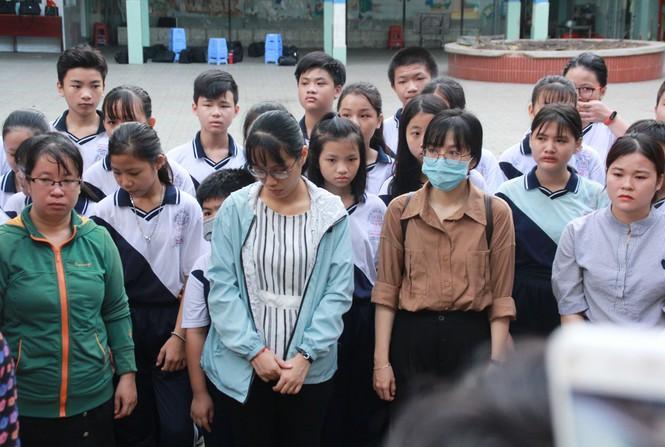 Dòng người nấc nghẹn, tiễn đưa học sinh lớp 6 bị cây đổ tử vong về nơi an nghỉ cuối cùng-15