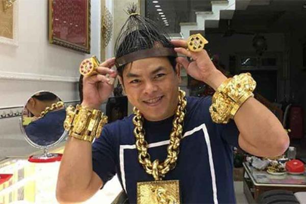 Phúc XO, kẻ nổi danh nhờ đeo nhiều vàng sắp hầu tòa-1