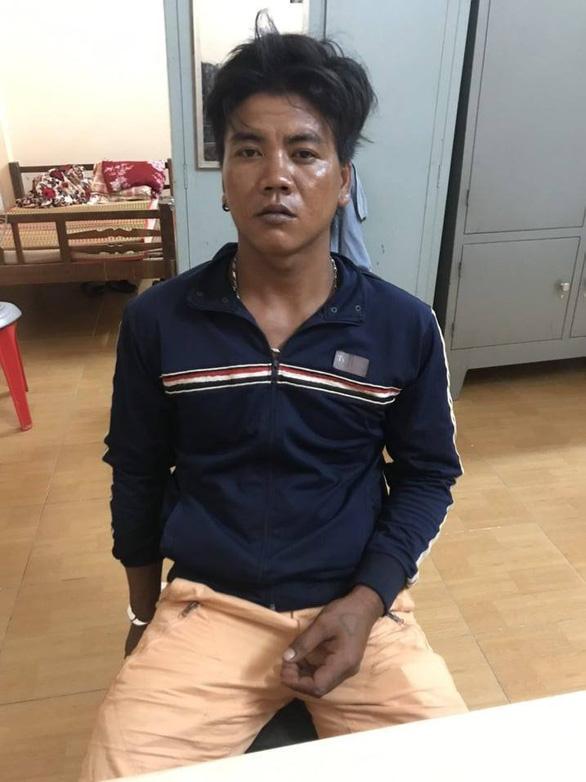Sóc Trăng: Bố đẻ đánh đập dã man, đạp con gái 5 tuổi bay xa 2 mét chỉ vì tội đổ cát vào gạo-3