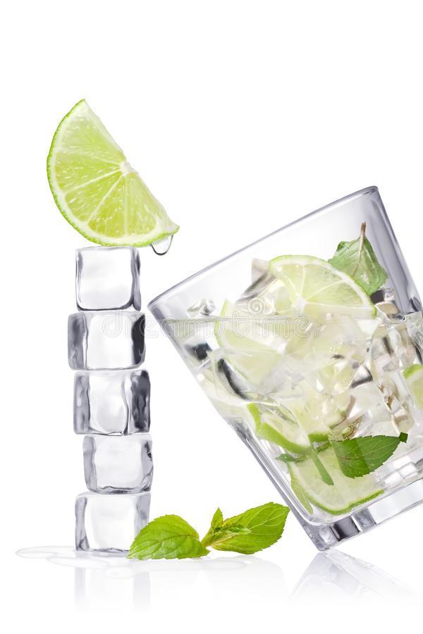 Chọn cốc nước sẽ uống khi khát để biết vận may nào đến với bạn trong tháng 6-2