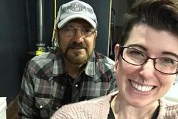 Sau 2 năm kiên trì chờ đợi, cô gái 27 tuổi cầu hôn bạn trai 72 tuổi: Happy ending cho chuyện tình ông - cháu