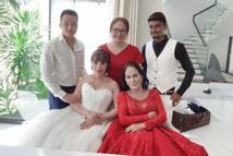 Cô dâu 63 chú rể 28 ở Cao Bằng rủ nhau chụp bộ ảnh cưới e ấp cùng cặp đôi vợ 65 chồng Tây 24