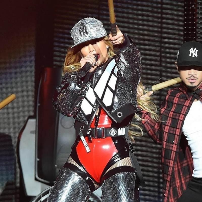 Lady Gaga đeo khẩu trang của NTK gốc Việt, đi xe tải giao album mới-4