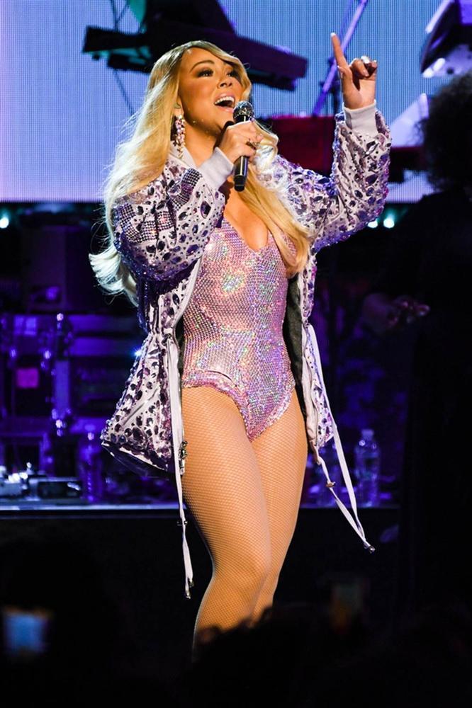Lady Gaga đeo khẩu trang của NTK gốc Việt, đi xe tải giao album mới-5
