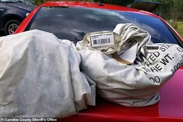 Nhặt 2 túi rác giữa đường, không ngờ vớ được đống tiền 23 tỷ-2