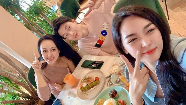 Chụp ảnh cùng hotgirl thẩm mỹ, BTV Hoài Anh gây sốt với nhan sắc cân đẹp đàn em kém 12 tuổi-2