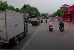 Clip: Pha bắt người vi phạm cực kỳ khó hiểu của CSGT ở Hưng Yên