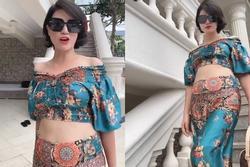 Mặc sexy làm một đường catwalk, Trang Trần lộ nguyên vòng eo 109 'khủng' hơn cả ngực