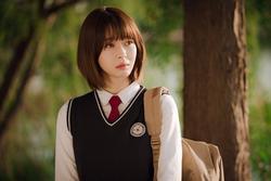 Hè nóng ná thở, muốn xén tóc cho nhẹ đầu chị em hãy tham khảo 3 kiểu tóc ngắn được 'sủng' nhất trong phim Hàn
