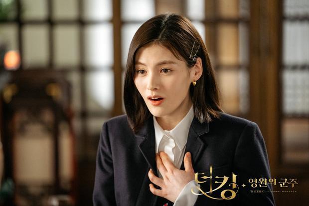 Hè nóng ná thở, muốn xén tóc cho nhẹ đầu chị em hãy tham khảo 3 kiểu tóc ngắn được sủng nhất trong phim Hàn-4