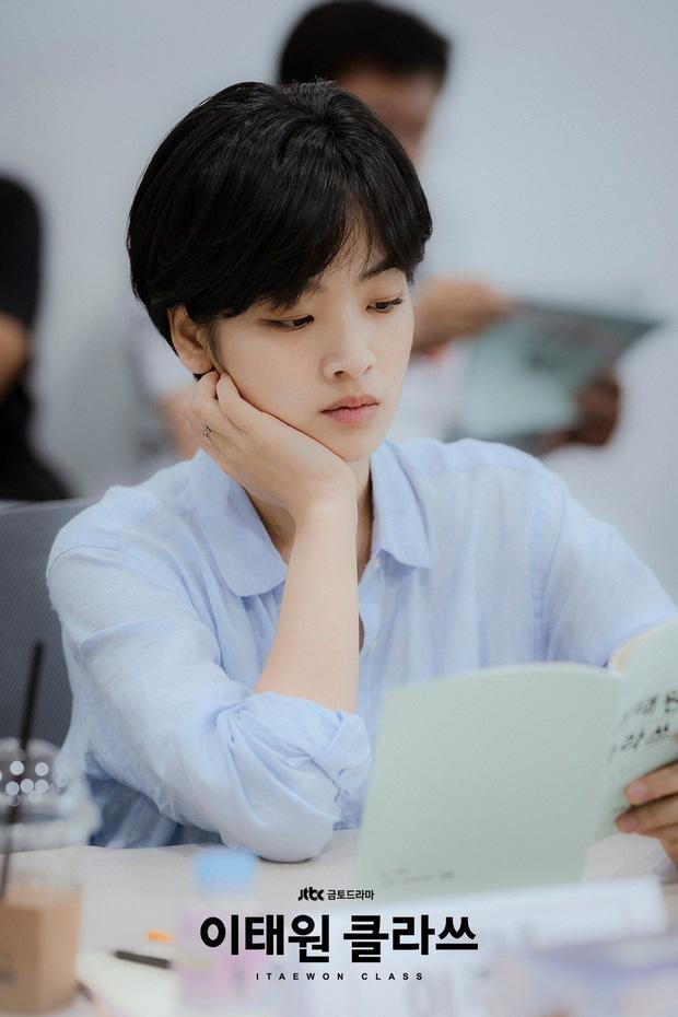 Hè nóng ná thở, muốn xén tóc cho nhẹ đầu chị em hãy tham khảo 3 kiểu tóc ngắn được sủng nhất trong phim Hàn-10